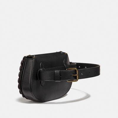 Bolsa-cruada-tipo-cangurera-Saddle-con-olanes-Coach