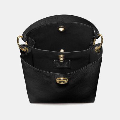Bolsa-de-hombro-Charlie-Bucket-de-cuero-Coach