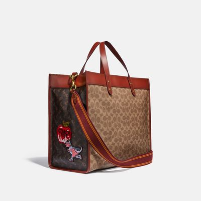 Bolsa-Tote-Field-40-Signature-con-Parches-Coach